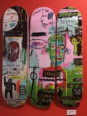 Skateboards d'art, The Skateroom et Jean-Michel Basquiat, disponibles à la Galerie Courant d'Art, 10 rue des Tanneurs à Mulhouse