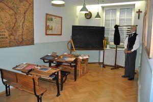 https://www.jds.fr/medias/image/une-salle-de-classe-d-autrefois-45641