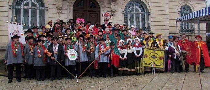 La Confrérie organise la Foire aux Andouilles de Val d\'Ajol dans les Vosges