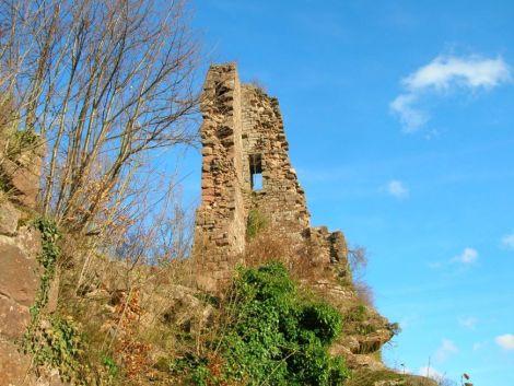 Vaste et ancien château, Guirbaden n\'est aujourd\'hui plus que le vestige de son passé.