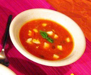 Velouté de tomates au poivre vert et à la mozzarella