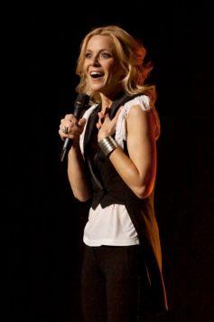 Véronic Dicaire imite les plus grandes chanteuses du monde