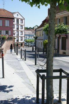 Vers la Rue du Général de Gaulle, au centre de Riedisheim