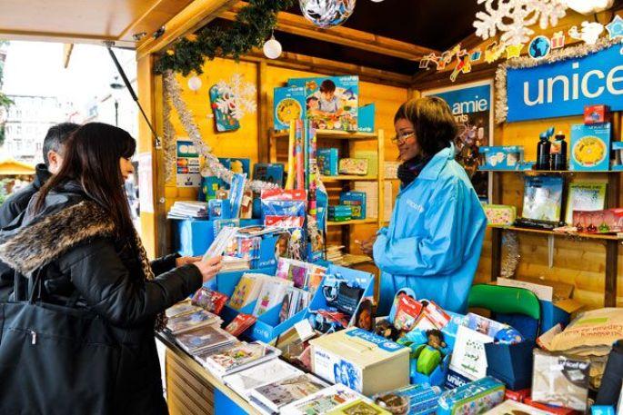 Le Village du Partage à Strasbourg, ici le stand de l\'Unicef lors du marché de Noël