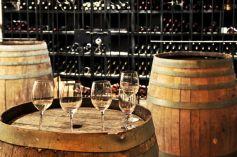 Les viticulteurs vous proposeront peut-être de découvrir leurs caves avant de déguster leurs vins