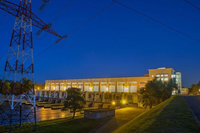 La centrale hydraulique de Kembs de nuit