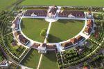 Une vue aérienne de la Saline royale d\'Arc-et-Senans