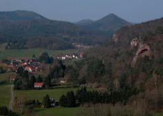 Le petit village d\'Obersteinbach est situé à 1km de l\'Allemagne et à 2km de la Moselle