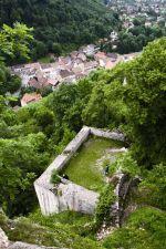 Vue sur les ruines et le village de Ferrette